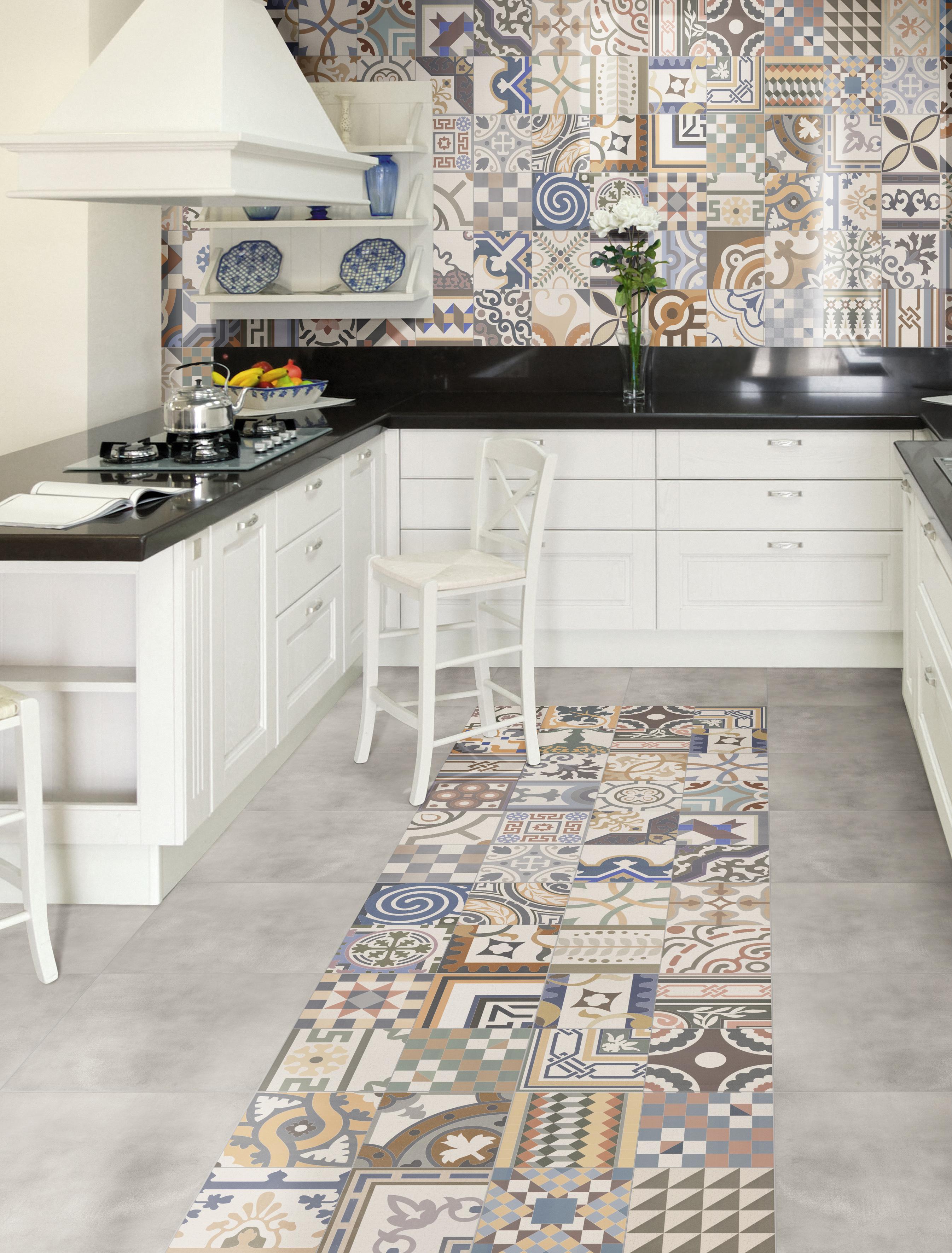 Patchwork in cucina mix di colori spazio soluzioni - Soluzioni no piastrelle cucina ...