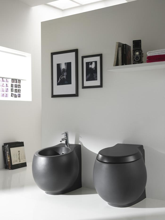 BAGNO: nero e grigio per i sanitari. - SPAZIO soluzioni