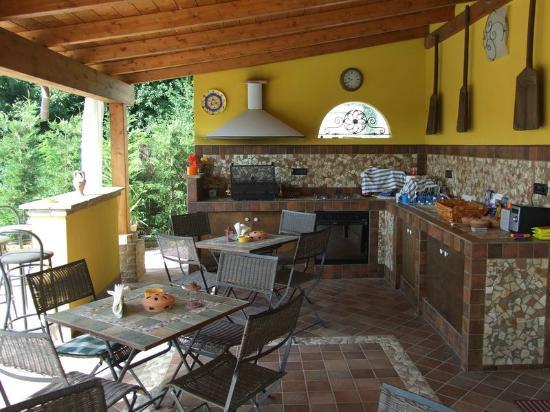 La cucina all aperto spazio soluzioni - Bagno casa di campagna ...