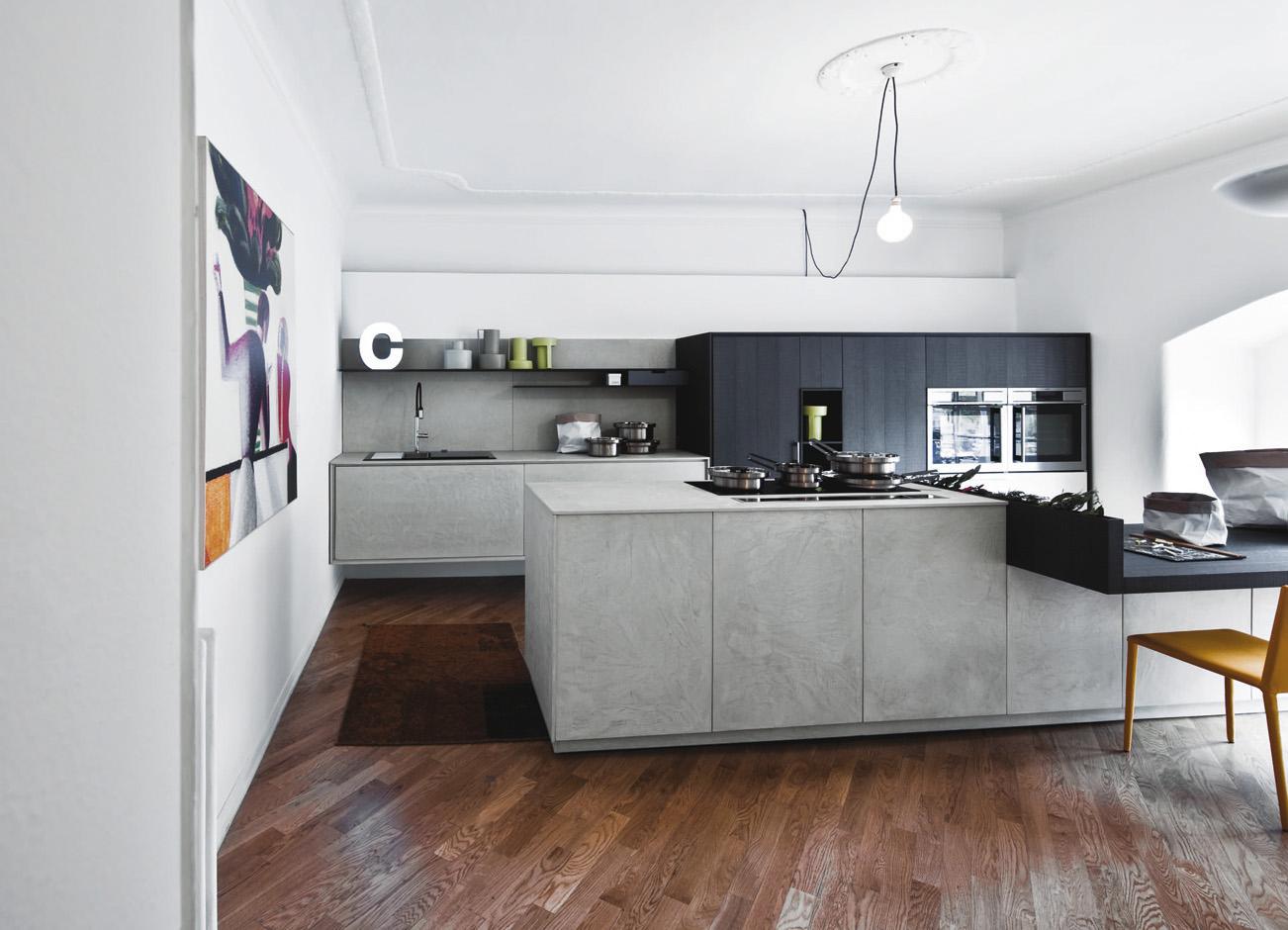 Cucina senza pensili. spazio soluzioni