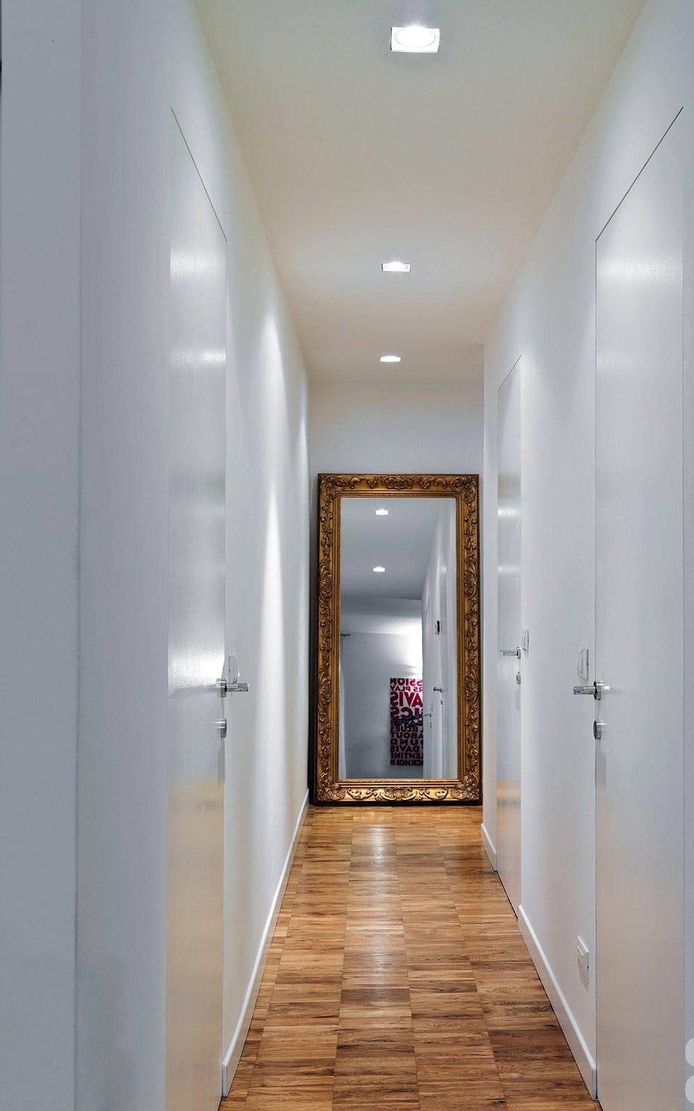 un corridoio stretto, il consiglio è di utilizzare colori chiari e ...