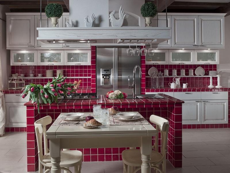 Cucina in muratura classica o moderna spazio soluzioni for Piastrelle maiolica cucina