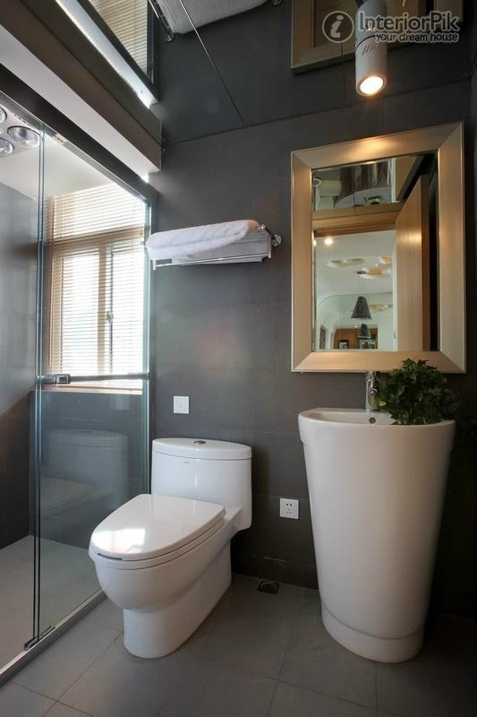 Bagno Moderno Piccolo: Bagni stretti e lunghi con doccia un lavabo mobile o solo.