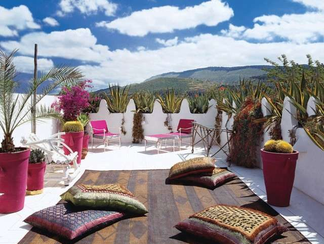 terrazzo-con-piante-e-cuscini - SPAZIO soluzioni