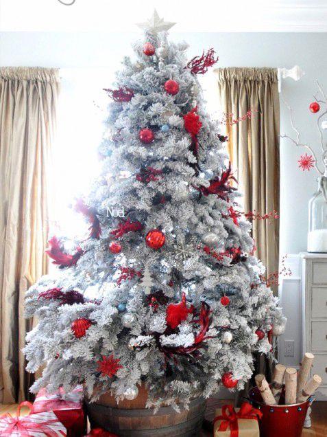 albero-di-natale-in-bianco-e-rosso