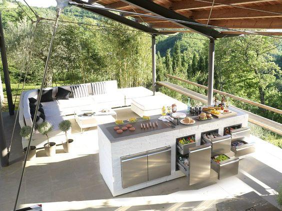 Cucina da esterno: estetica e praticità.